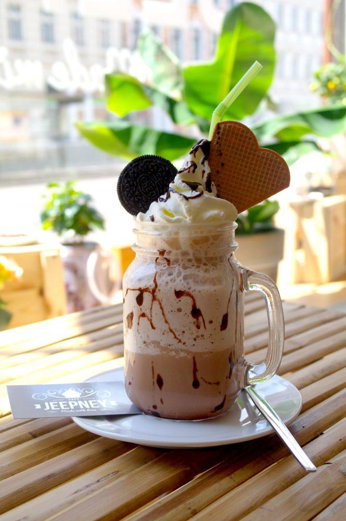 Frappe: Kaffee, philippinische Schokolade und Eiswürfel gemixt